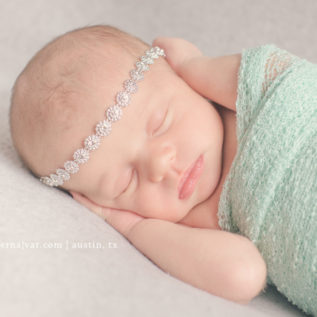 Newborn-photography-by-jennifer-najvar-austin-054-webWM-1000