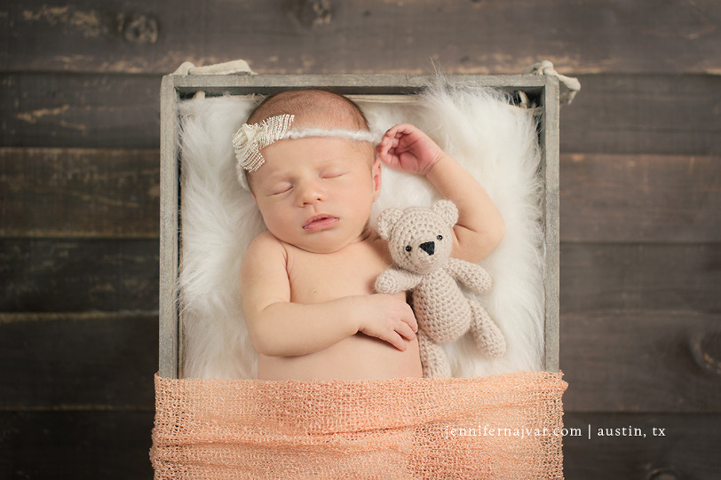 Newborn-photography-by-jennifer-najvar-austin-085-webWM-1000