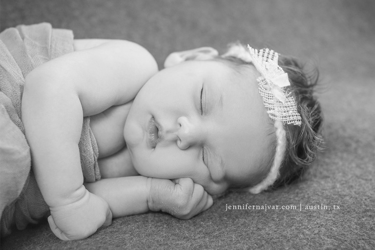 Newborn-Photoraphy-by-Jennifer-Najvar-Austin-102-WebWM